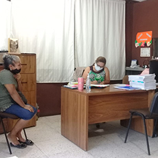 Personal de la Codhet acudieron a un domicilio particular para entrevistar a un ciudadano que solicitó intervención.